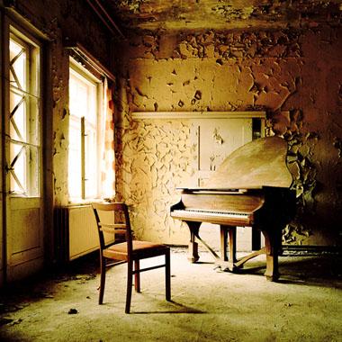 Jeanne Fredac, Verlassene Orte (recensie)